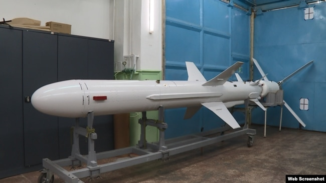 Крилата протикорабельна ракета Р-360 комплексу «Нептун» на заводі у Києві, вересень 2020