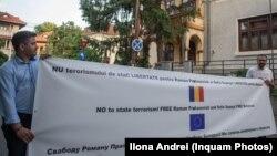 Protest în semn de solidaritate cu jurnalistul Roman Protasevici, în fața Ambasadei Republicii Belarus în România, 25 mai 2021.