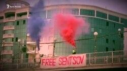 Акция Pussy Riot в поддержку Олега Сенцова в России (видео)