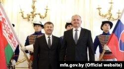 Ihar Lesenja és Andrej Kiska szlovák elnök Pozsonyban 2016. szeptember 6-án
