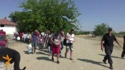 Мигрантите контролирано и непречено транзитираат низ Македонија