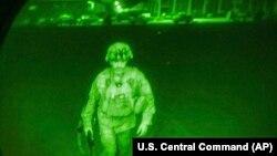 آخرین سرباز امریکایی که افغانستان را ترک کرد