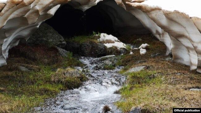 Река на планината Јабланица во Македонија. Биодиверзитетот на слатководната вода исчезнува многу побрзо отколку во океаните или шумите. Извор: Светкиот фонд за заштита на природата (WWF Adria).