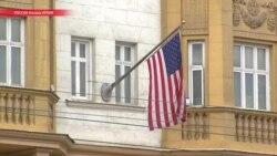Посольство США в России приостанавливает выдачу американских виз