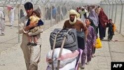 Авганистанци на границата со Пакистан, 16.08.2021.