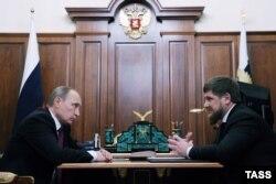 Владимир Путин (слева) и Рамзан Кадыров