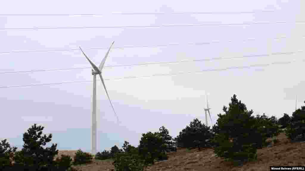 Vjetroturbine u sklopu Vjetroparka Podveležje iznad Mostara