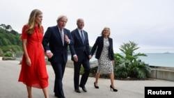 Ұлыбритания премьер-министрі Борис Джонсон мен АҚШ президенті Джо Байден әйелдерімен G7 саммитінде. 10 маусым 2021 жыл.
