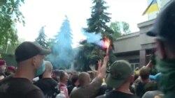 Сутички і затримання під Шевченківським судом, де обирають запобіжний захід Стерненку – відео