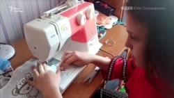 П'ятикласниця шиє маски для земляків