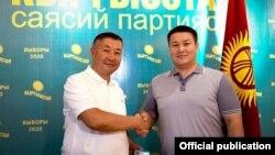 «Кыргызстан» партиясынын лидери Канатбек Исаев жана депутат Талант Мамытов.
