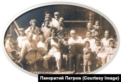 Адам Скрябин в гостях у племянницы Ольги Дмитриевны Соловьевой в г. Иркутске.