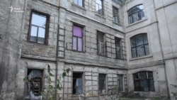 В Одесі більше сотні переселенців другу зиму поспіль готуються жити в аварійному будинку