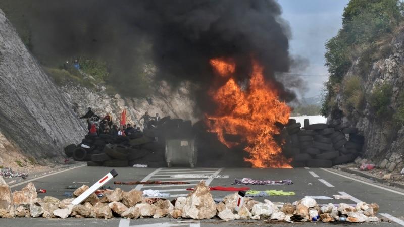 Жестокие столкновения полиции с протестующими в Черногории