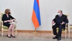 Հայաստանի ղեկավարները բրիտանացի նախարարի հետ քննարկել են հայ ռազմագերիների և քաղաքացիական անձանց շուտափույթ վերադարձի հարցը