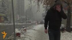 Sarajevë: Dëborë dhe ndotje e ajrit
