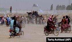 Сторонники «Талибана» на границе Пакистана и Афганистана