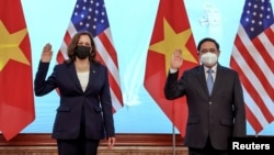 ABŞ-yň wise-prezidenti Kamala Harris we Wýetnamyň prezidenti Nguýen Suan Fuk. Hanoý. 25-nji awgust, 2021 ý.