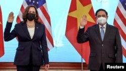 Vicepreședintele Kamala Harris a vizitat miercuri Hanoi. Întâlnirea cu prim-ministrul vietnamez Pham Minh Chinh a fost întârziată ca urmare a unui posibil caz de infectare cu sindromul Havana.