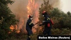 Circa 20 de țări au trimis ajutor pentru stingerea incendiilor din Grecia. Pompierii români au impresionat tactica pe care o folosesc.