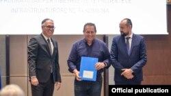 Градоначалникот на Струга Рамиз Мерко за доделување грант од Владата