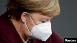 Cancelarul Angela Merkel spune că nu va accepta ca vaccinarea COVID să devină obligatorie.
