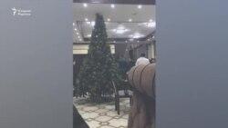 В Ташобласти сотрудники милиции выпроводили десятки посетителей из кафе, в котором отдыхал глава города