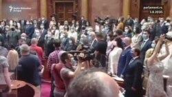 Uz manji protest Srbija dobila parlament