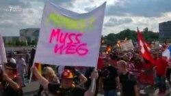 Berlində Merkelin istefası tələbi ilə aksiya keçirilib