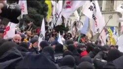 Ukrán vállalkozók összecsaptak a rendőrökkel a szigorítások miatt