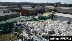 Част от опасните боклуци, открити от прокуратурата във връзка с разследването срещу братя Бобокови