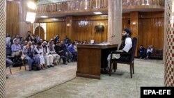ذبیحالله مجاهد، سخنگوی گروه طالبان، در یک کنفرانس خبری اسامی اعضای دولت جدید افغانستان را اعلام کرد.
