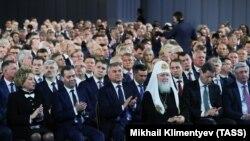 Патриар Кирилл (в центре справа)