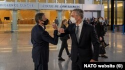 Secretarul general NATO, Jens Stoltenberg (dreapta), și secretarul de stat al SUA Antony J. Blinken (stânga)