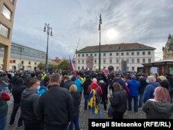 Karantén-elleni tüntetés Prágában 2020. október 28-án.