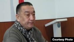 Асылбек Молдобаев.