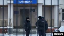 A rendőrségi épület, ahol fogvatartják az ellenzéki vezetőt