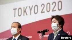 سیکو هاشیمیتو و توشیرو موتو، (چپ)
