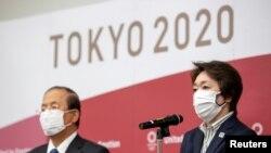 Toshiro Muto (lijevo) i Seiko Hashimoto rekli su da žele poduzeti mjere u promicanju spolne ravnopravnosti