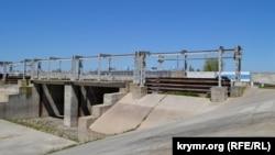 Дамба на Північно-Кримському каналі з боку Херсонської області, архівне фото
