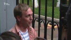 Росія: журналіст Іван Голунов уже на свободі. Справу проти нього припинено (відео)