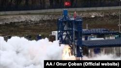 """Түркияда """"Айга конуу"""" долбоору үчүн зарыл гибрид ракета кыймылдаткычы ийгиликтүү сыноодон өттү. Шиле жергеси, Түркия. 2021-жылдын 11-апрели."""