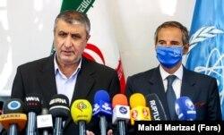 Rafael Grossi és Mohamed Eszlámi teheráni sajtótájékoztatójukon, 2021. szeptember 12-én.