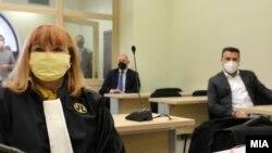 """Обвинителката Вилма Русковска и премиерот Зоран Заев, како сведок, во судница за случајот """"Организатори на 27 април"""", 27 ноември 2020"""