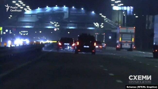 Далі авто виїхало на Столичне шосе й попрямувало в сторону Конча-Заспи, де його знову почав супроводжувати мікроавтобус з «глушилками»