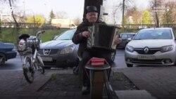 Новгородский пенсионер играет на баяне ради мечты